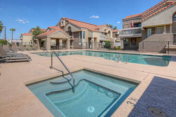 The community hot tub invites warm relaxation after a busy day paddling Tempe Town Lake or hiking nearby trails