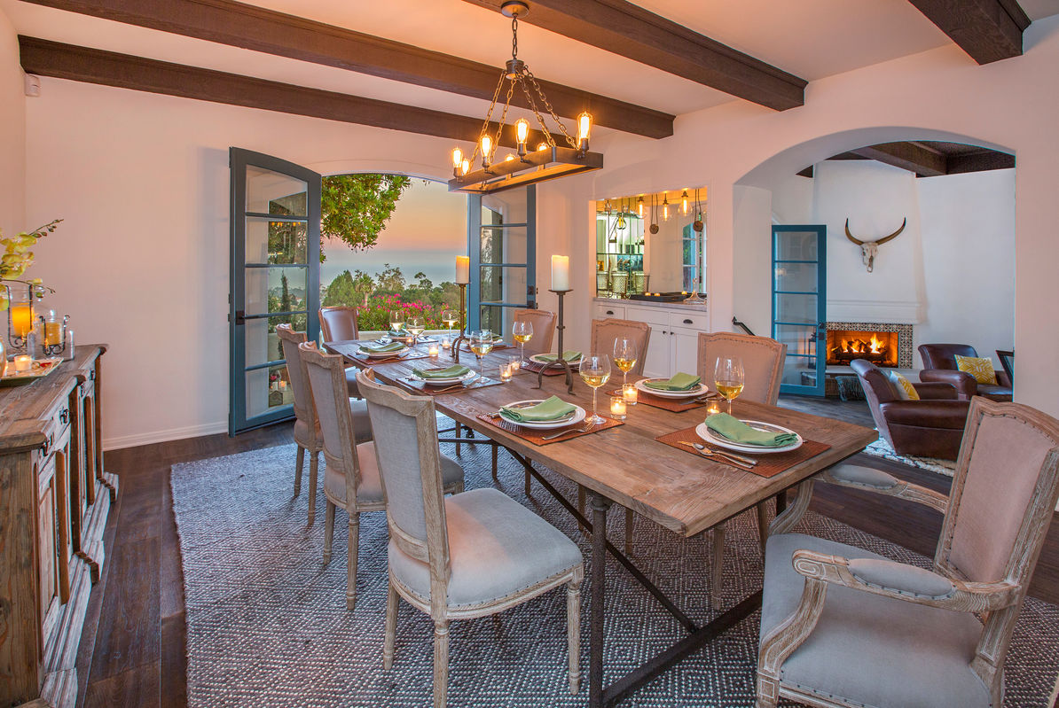 Enjoy meals around an elegant table