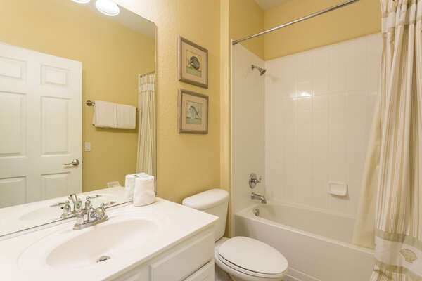 En suite bathroom with combination shower/bathtub