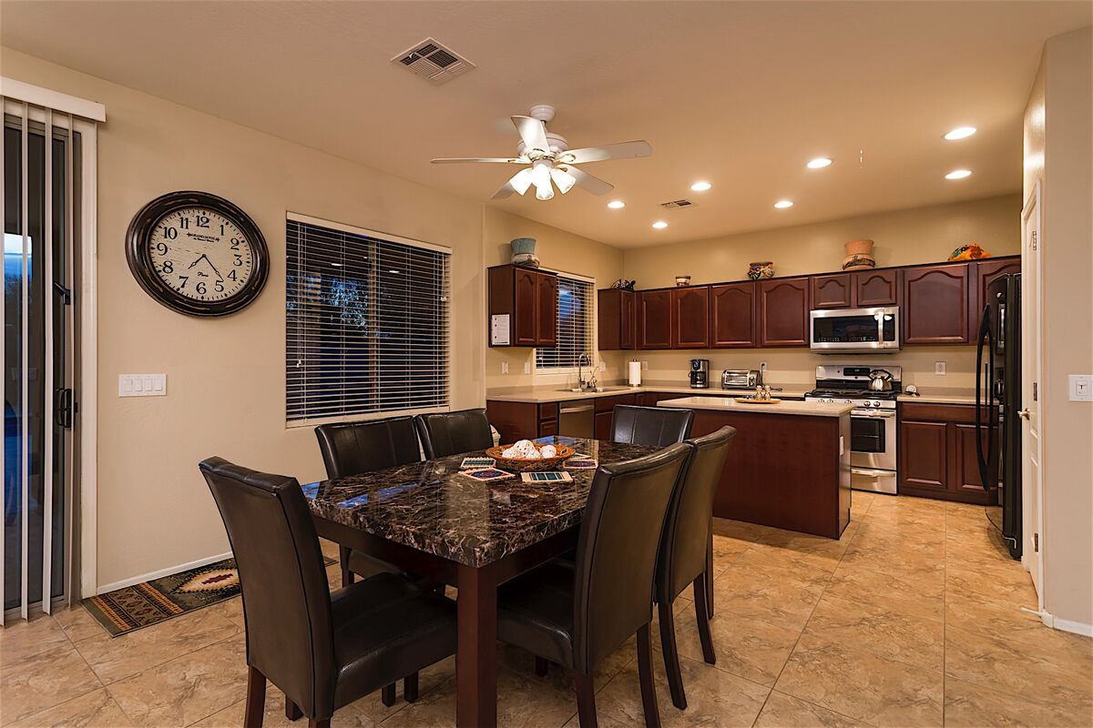 Dine in Kitchen Area