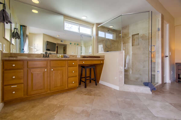 Queen Bedroom with en suite vanity and walk in shower