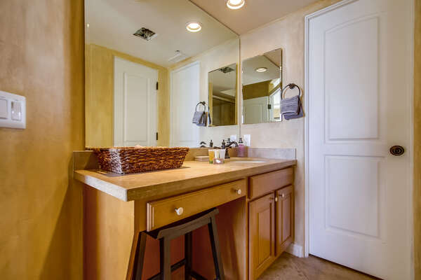 Jack n Jill  Bathroom tub/shower combo
