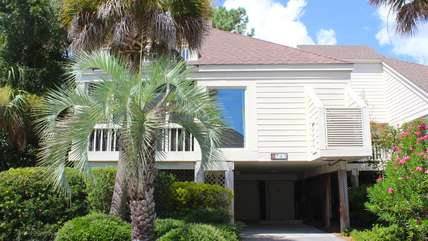This amazing Spinnaker is just a short walk to the beach, Beach Club pools, dining, and golf.