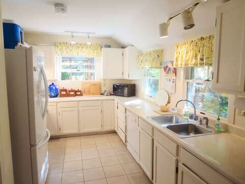 Completely updated and fully equipped kitchen with a dishwasher - 19 Old Cart Way Chatham Cape Cod New England Vacation Rentals