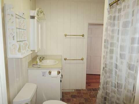 Bathroom #1. Full bathroom with a shower, has access from both the bedroom hall and hall to the TV room - 19 Old Cart Way Chatham Cape Cod New England Vacation Rentals