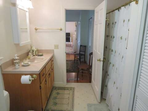Bathroom #2 with a tub and shower - 19 Old Cart Way Chatham Cape Cod New England Vacation Rentals