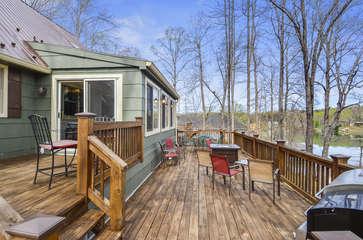 Deck of this Smith Mountain Lake lakefront rental.