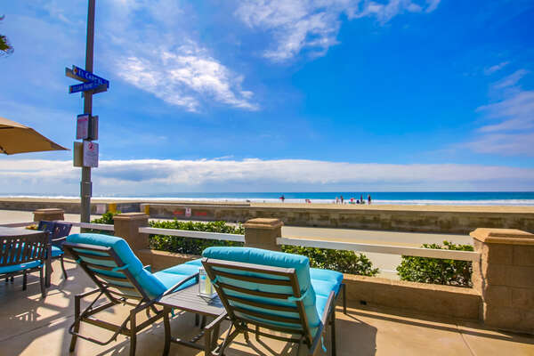 Beautiful Oceanfront Sun Deck at this San Diego Beachfront Rental in Mission Beach