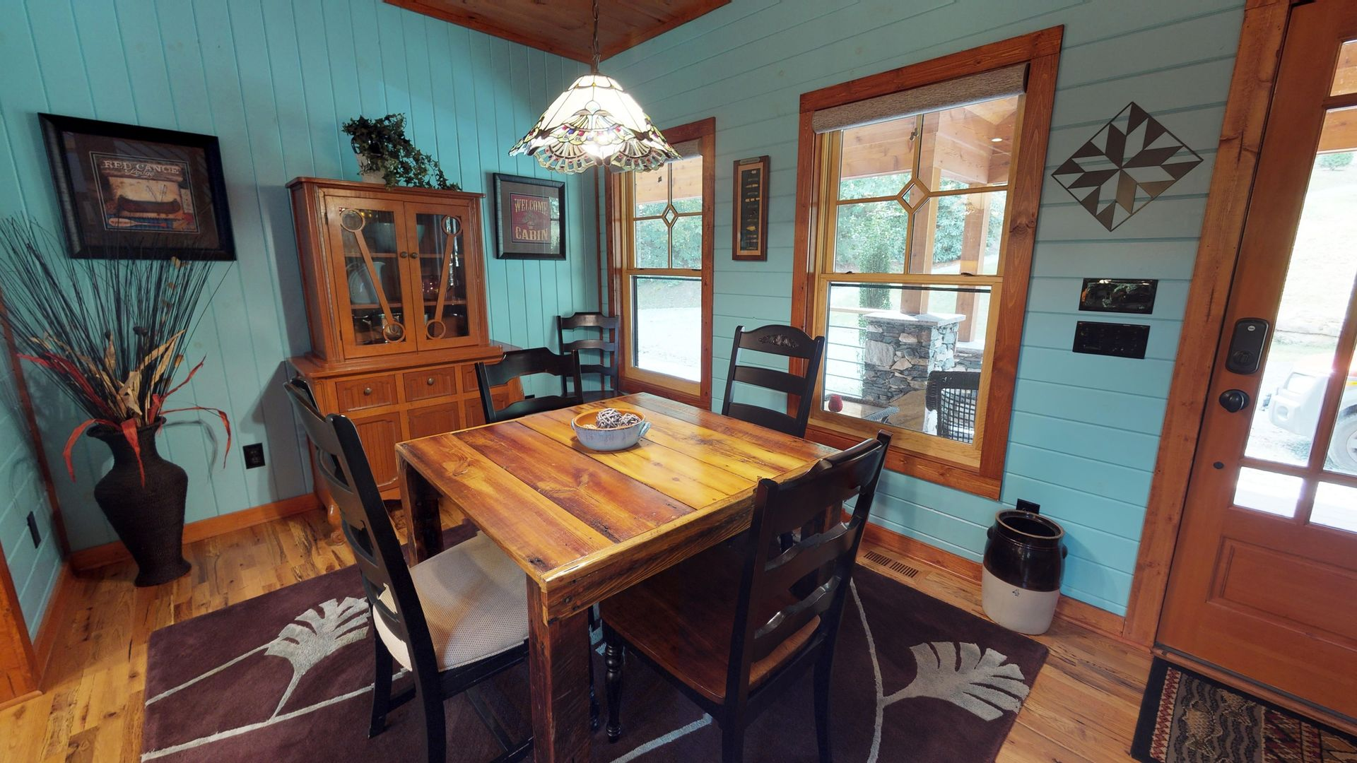 Breakfast nook with table for 4