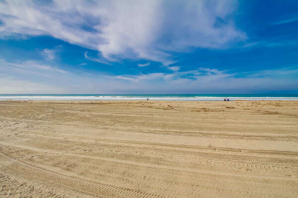 Mission Beach, sand is only steps away from the apartment!