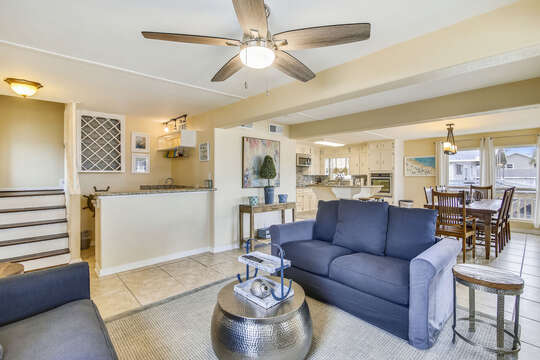 Reel Me In provides a ceiling fan and wet-bar in the living area
