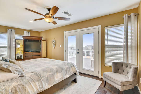 Reel Me In - master bedroom offers a walk-out balcony