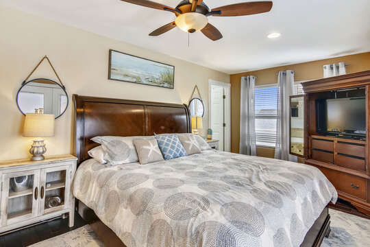 Reel Me In - master bedroom offers a king bed and flat-screen TV