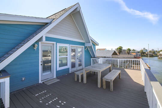 Reel Me In offers multiple levels of decks with amazing views of the Sea Isle canal
