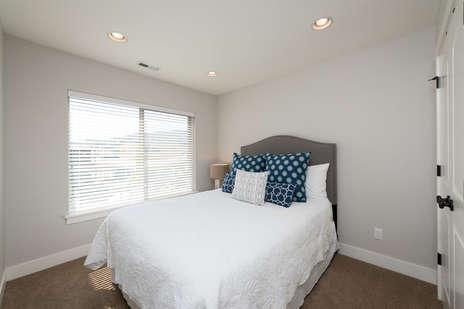 Queen bed upstaris