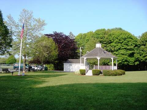 Brooks park- Come hear live music - free- bring a blanket and make a picnic dinner - enjoy some old fashion fun! Harwich Center Cape Cod - New England Vacation Rentals