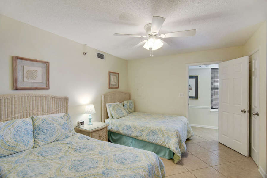Guest Room with 2 Full Size Beds and Private Bath