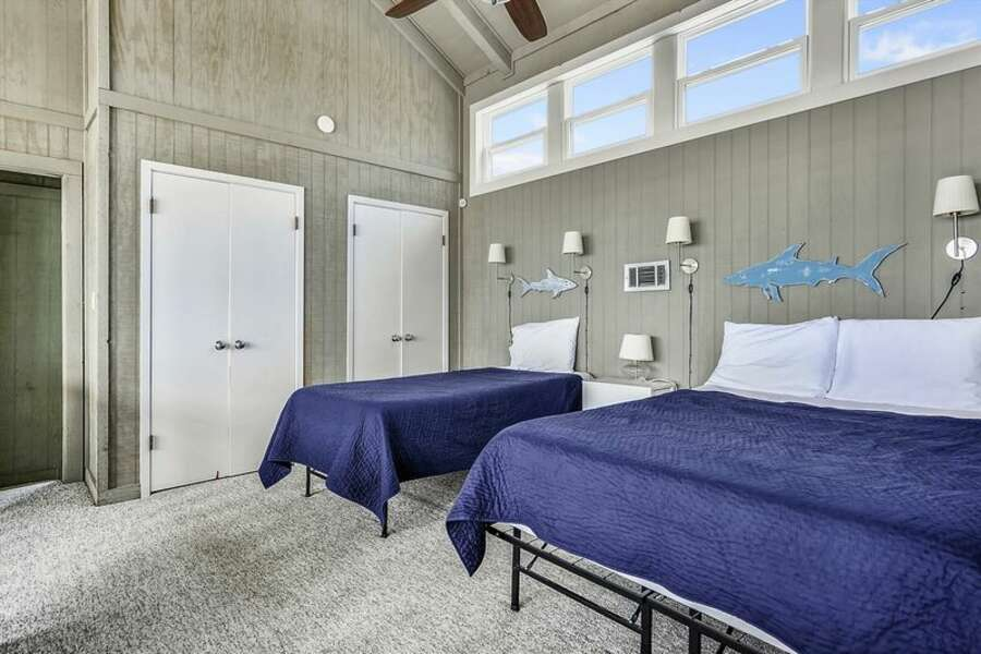 Loft Bedroom with 2 Twin Size Beds