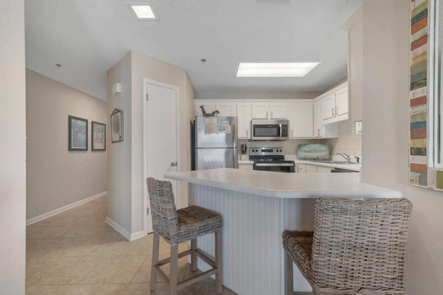 Full Size Kitchen complete with a Breakfast Bar