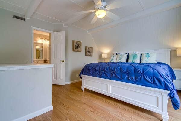 Third Floor Master En-Suite with King Bed