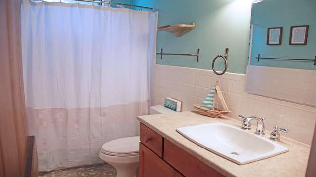 Full bath with tub and shower at top of stairs between both bedrooms. 160 Long Pond Drive Harwich Cape Cod - New England Vacation Rentals