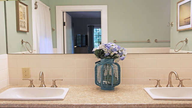 Double vanity sinks in Master bedroom bath- 160 Long Pond Drive Harwich Cape Cod - New England Vacation Rentals