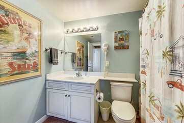 Second bathroom (with Washer/Dryer)
