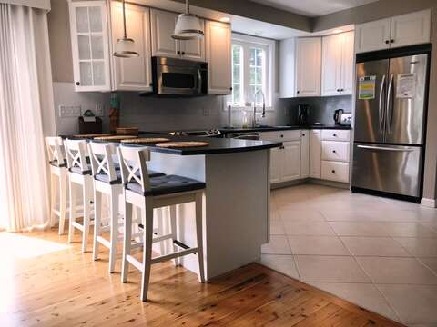 Breakfast bar seats 4 - 9 Wilfin Road South Yarmouth Cape Cod - New England Vacation Rentals