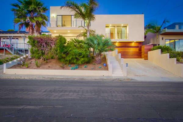 Front Picture of our Sunset Cliffs Vacation Rental.
