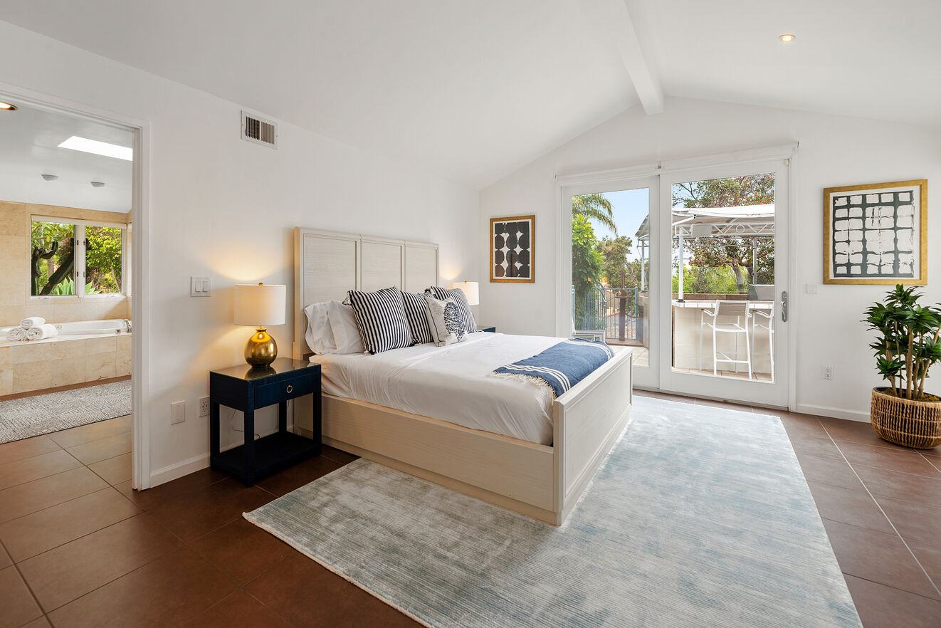 Bright and Airey Master Bedroom with large ensuite bathroom