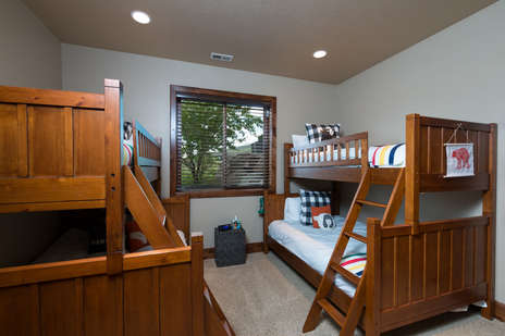 Lower level 2 bunk beds