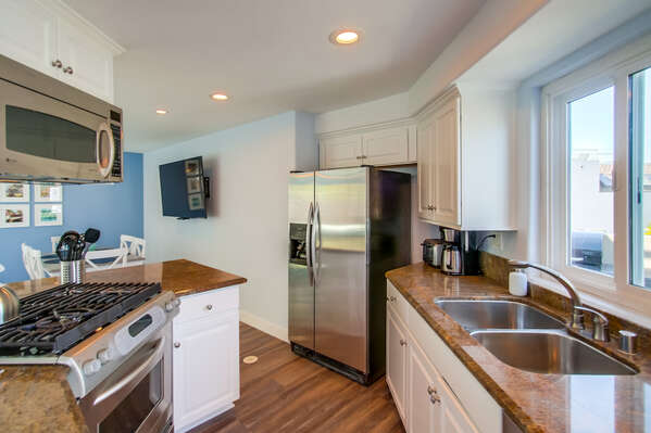 Fully Stocked, Updated Kitchen in our Mission Beach San Diego Rental