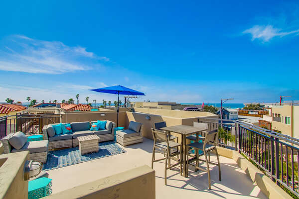 Rooftop Patio, Outdoor Dining and Lounge at our Mission Beach San Diego Rental