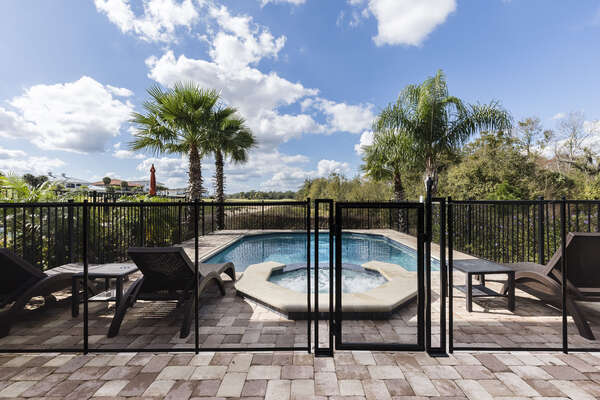 The self-closing pool fence will put your mind at ease