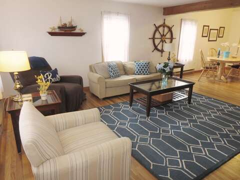 Comfy furnishings- 180 Hardings Beach Road Chatham Cape Cod - New England Vacation Rentals