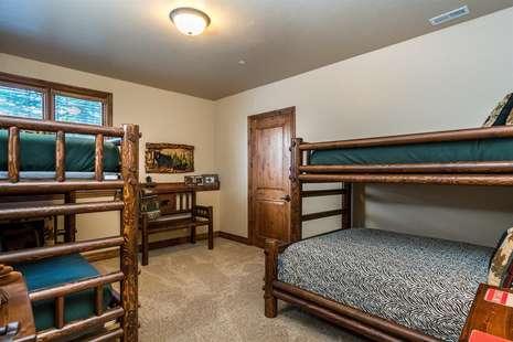Bunk Beds:Full /twin; Twin/twin