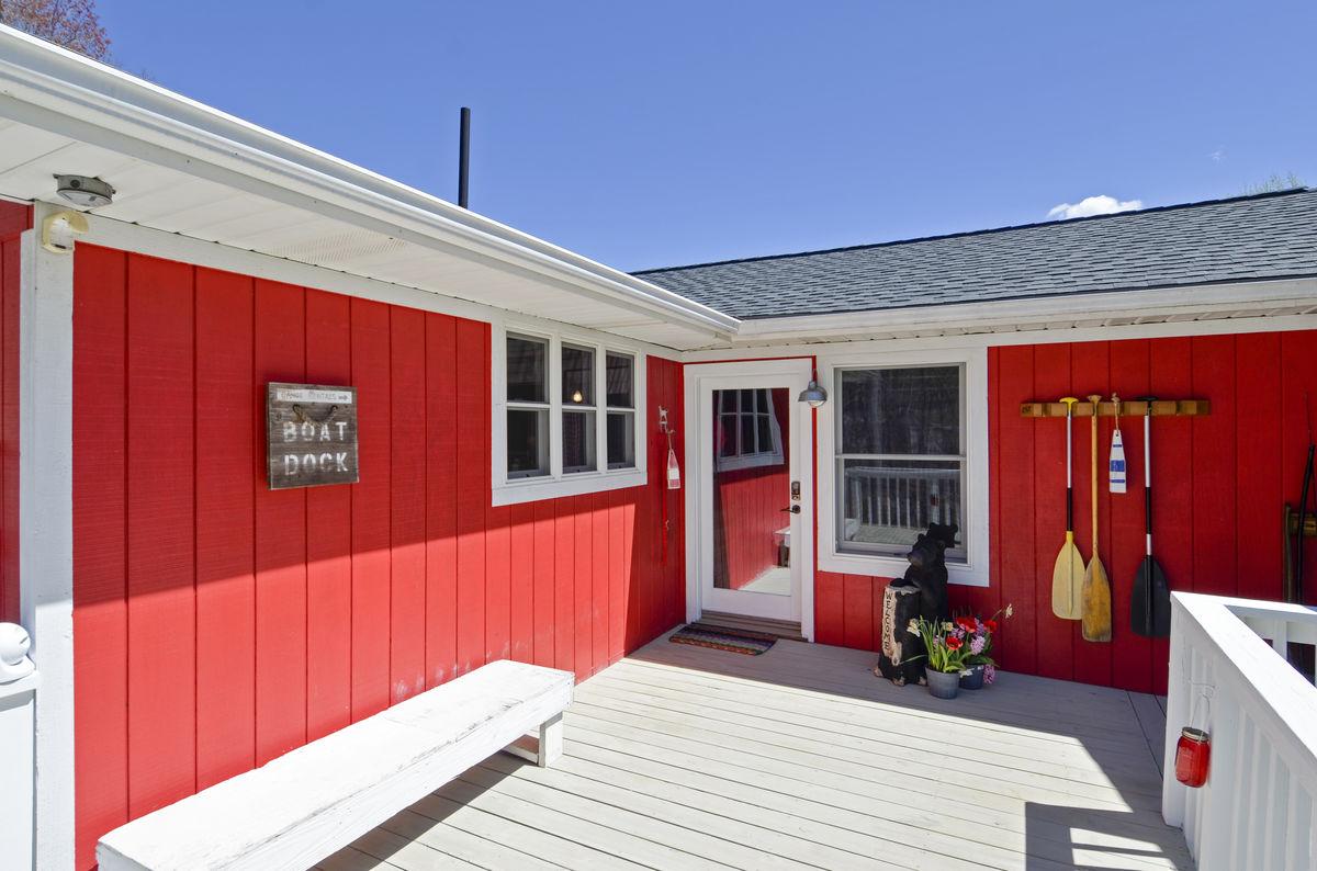 Exterior of Smith Mountain Lake Cabin Rental.