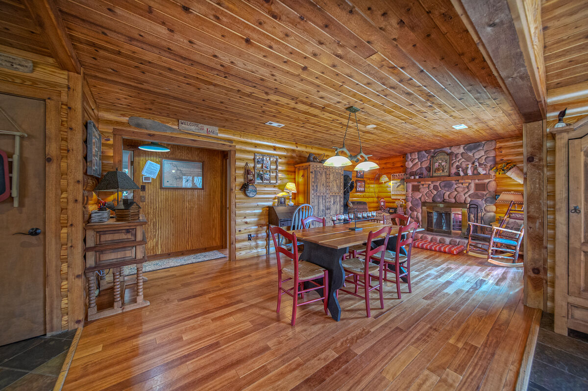 Image of Large Dining Area in Smith Mountain Lake Cabin Rental.