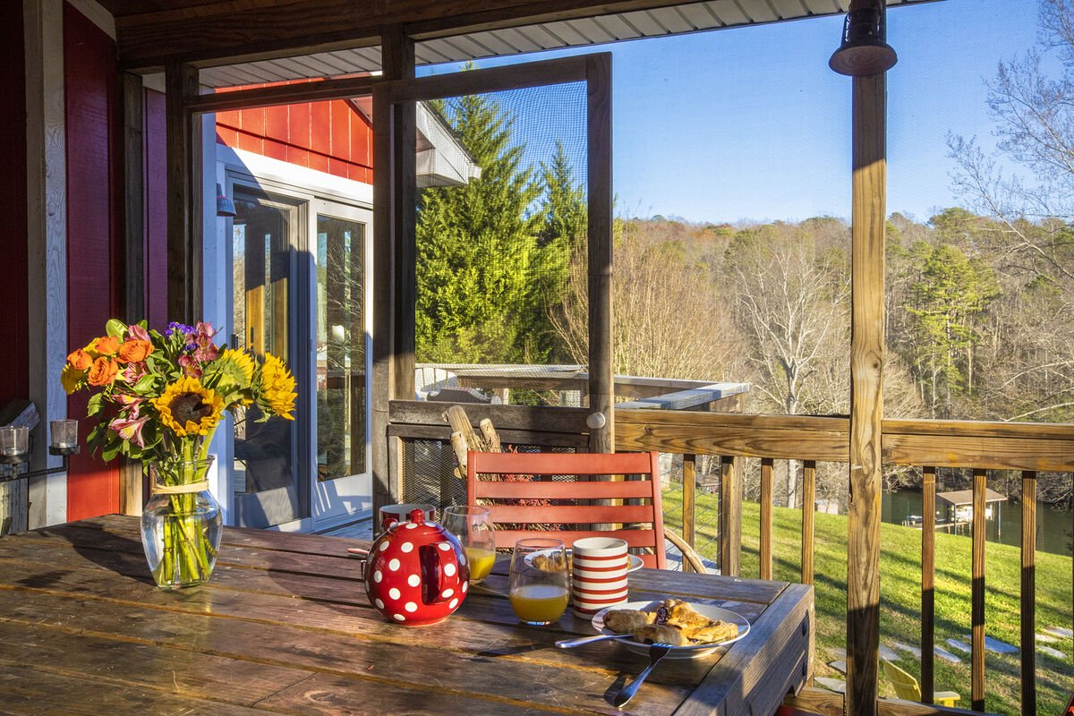 Eat Breakfast over looking the Lake on your porch