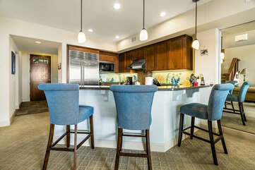 Fully equipped kitchen breakfast counter and stainless steel appliances.