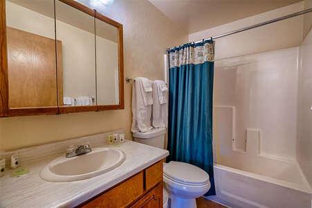 Martin's Getaway Bathroom 1