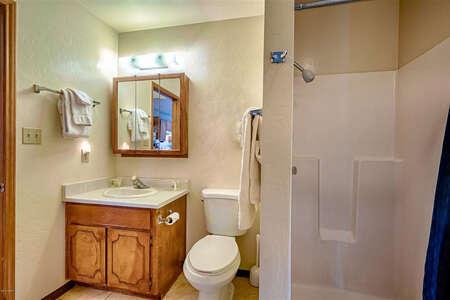 Martin's Getaway Bathroom 2