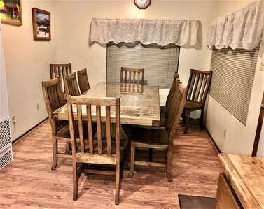 Martin's Getaway Dining room