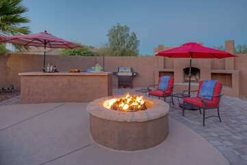 A fireplace, a fire pit and 2 propane grills to warm your feet and food while admiring the spectacular sunset and city views.