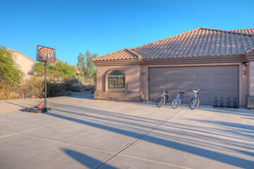 A basketball hoop and 3 bikes have been added to provide guests with additional recreational options.