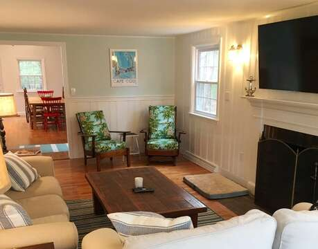 Plenty of comfortable seating - 44 Cranberry Way Chatham Cape Cod - New England Vacation Rentals