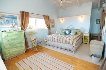 Master w/ King sized bed, overhead ceiling fan, walk in closet, & ocean views!