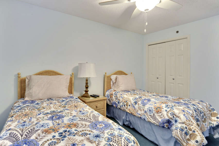 Guest Room with 2 Twin Size Beds