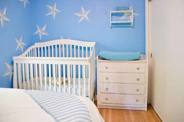crib in the 2nd bedroom