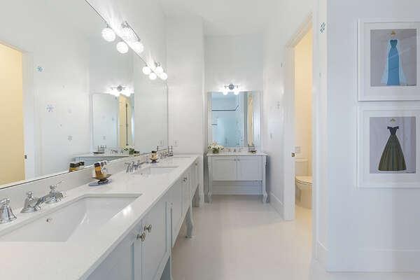 An en-suite bathroom for the little ones.